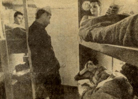 В своем подводном 'пульмане' все шесть обитателей дома 'Преконтинент III' могут спать одновременно, однако койка дневального всегда пуста